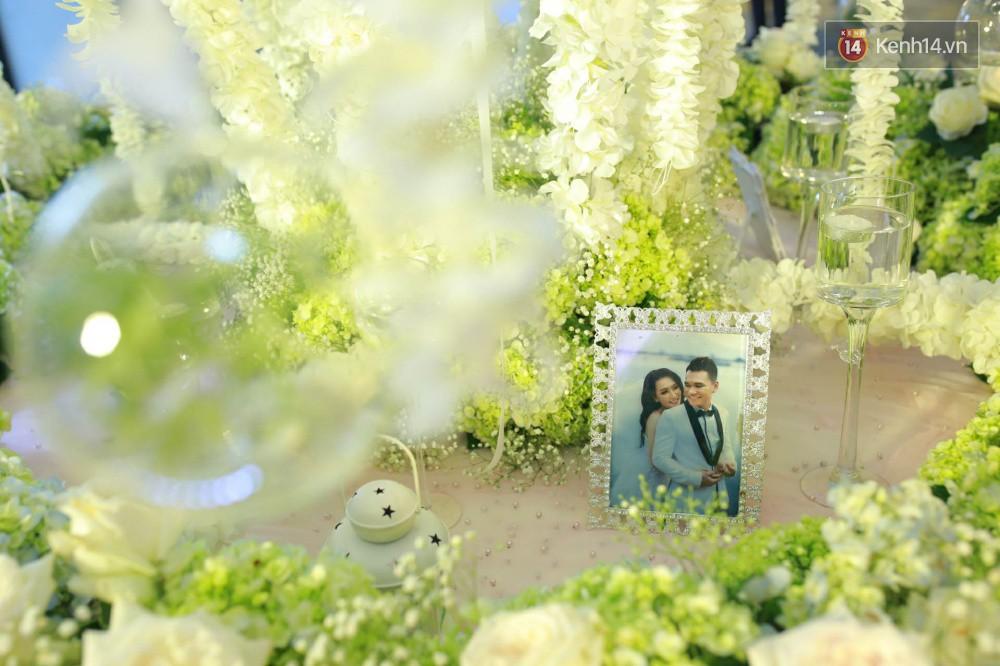 Loạt sao đình đám thi nhau hát hit khủng dành tặng Khắc Việt và bà xã trong tiệc cưới tại Hà Nội - Ảnh 22.