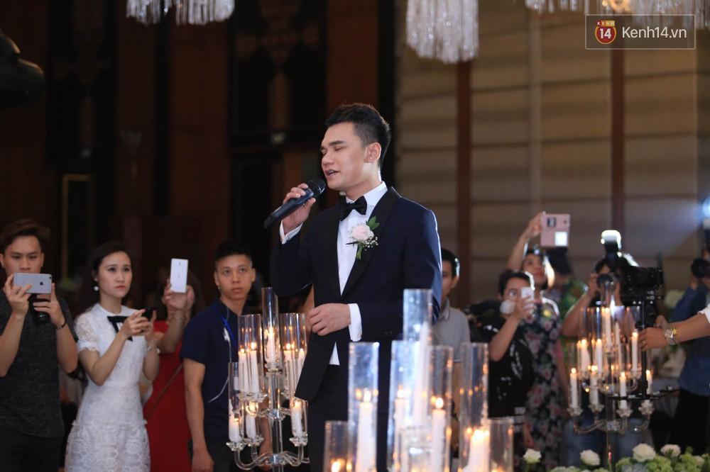 Loạt sao đình đám thi nhau hát hit khủng dành tặng Khắc Việt và bà xã trong tiệc cưới tại Hà Nội - Ảnh 6.