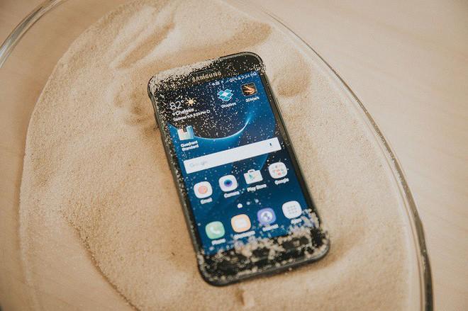 iPhone X đã khiến Apple 2 lần trở thành anh hùng bất đắc dĩ của thế giới smartphone như thế nào? - Ảnh 1.