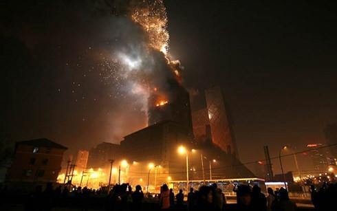 Cháy cửa hàng xe máy điện Trung Quốc khiến 4 người thiệt mạng - Ảnh 1.