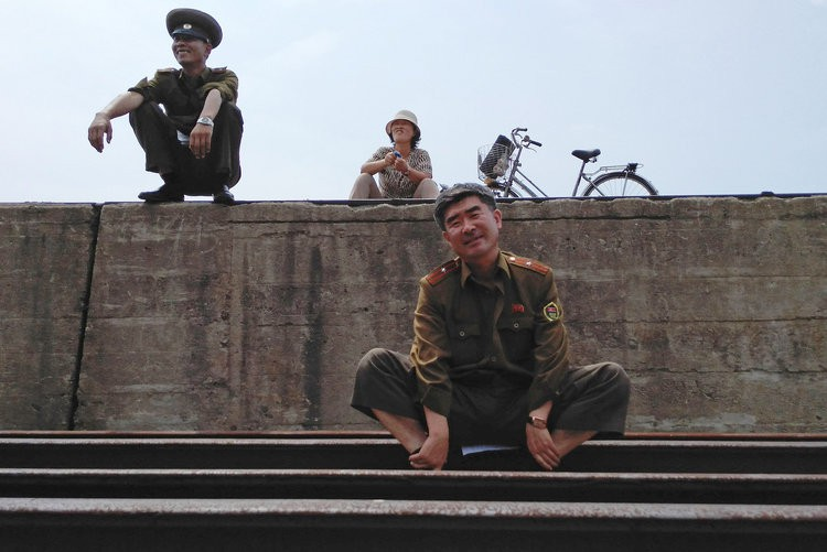 Chùm ảnh: Cuộc sống yên bình ở đất nước thần bí bậc nhất thế giới dưới ống kính của nhiếp ảnh gia Trung Quốc - Ảnh 3.