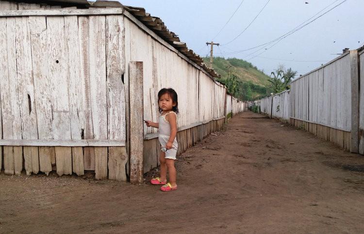 Chùm ảnh: Cuộc sống yên bình ở đất nước thần bí bậc nhất thế giới dưới ống kính của nhiếp ảnh gia Trung Quốc - Ảnh 9.