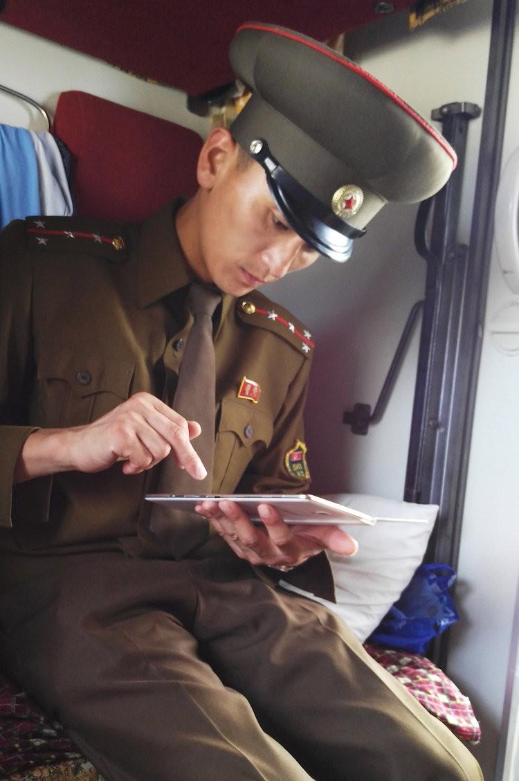 Chùm ảnh: Cuộc sống yên bình ở đất nước thần bí bậc nhất thế giới dưới ống kính của nhiếp ảnh gia Trung Quốc - Ảnh 21.
