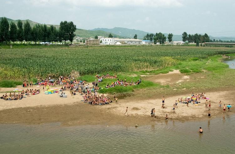 Chùm ảnh: Cuộc sống yên bình ở đất nước thần bí bậc nhất thế giới dưới ống kính của nhiếp ảnh gia Trung Quốc - Ảnh 29.