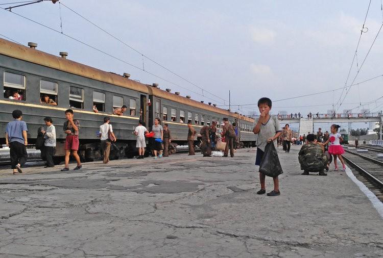 Chùm ảnh: Cuộc sống yên bình ở đất nước thần bí bậc nhất thế giới dưới ống kính của nhiếp ảnh gia Trung Quốc - Ảnh 31.