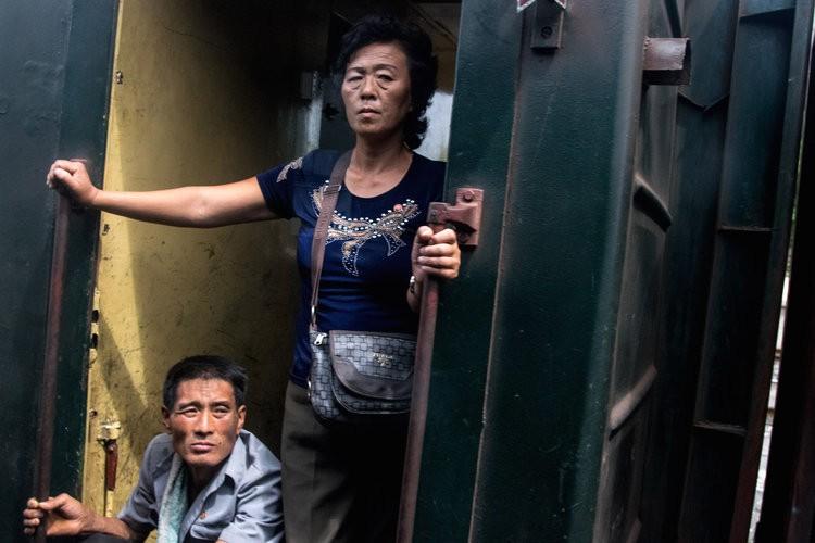 Chùm ảnh: Cuộc sống yên bình ở đất nước thần bí bậc nhất thế giới dưới ống kính của nhiếp ảnh gia Trung Quốc - Ảnh 37.
