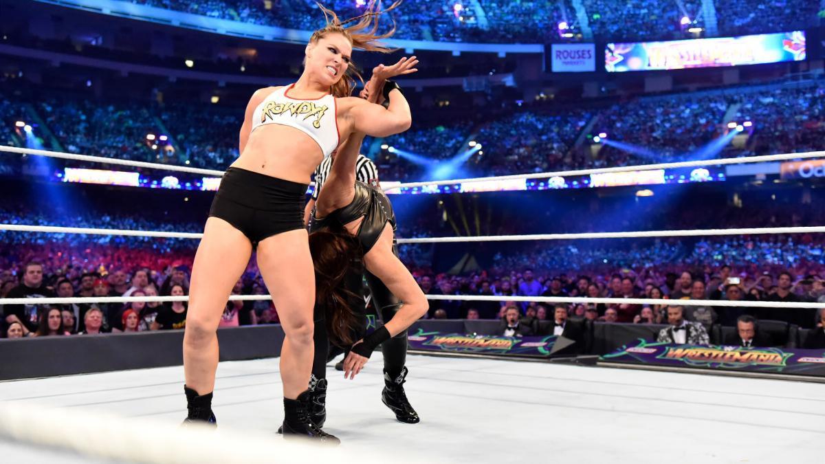 """""""Quái nữ"""" UFC Ronda Rousey ra mắt thành công ở đấu trường WWE - Ảnh 7."""