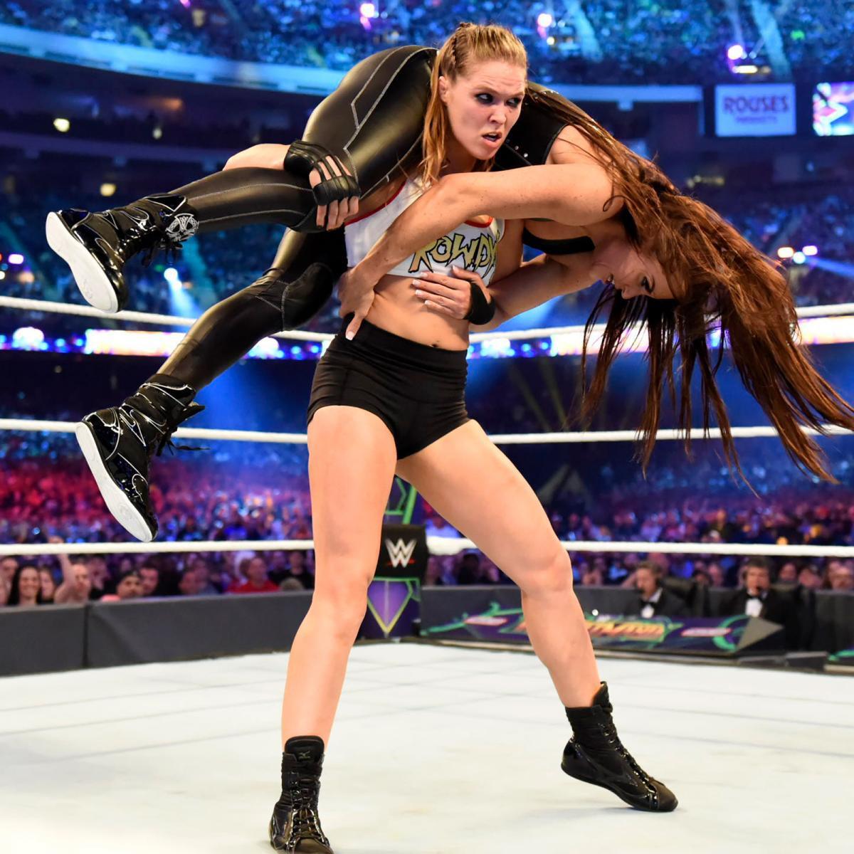 """""""Quái nữ"""" UFC Ronda Rousey ra mắt thành công ở đấu trường WWE - Ảnh 12."""