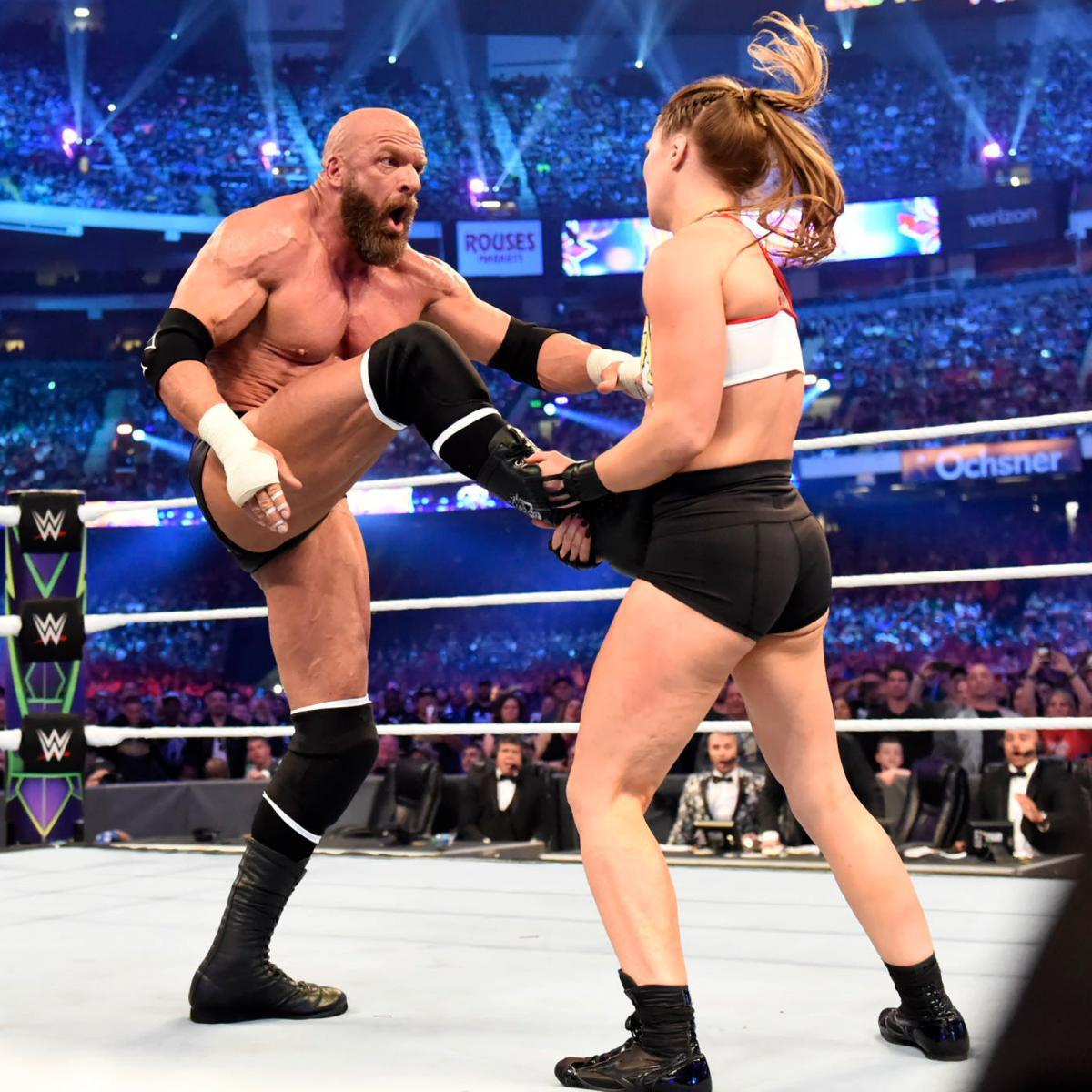 """""""Quái nữ"""" UFC Ronda Rousey ra mắt thành công ở đấu trường WWE - Ảnh 14."""