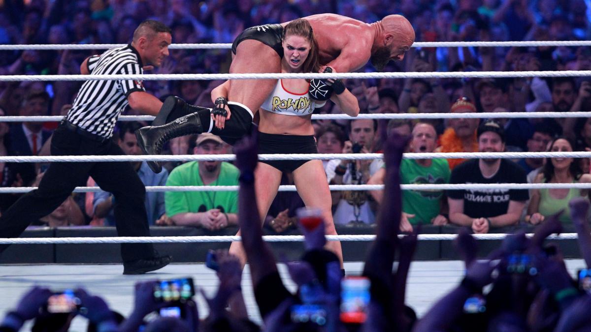 """""""Quái nữ"""" UFC Ronda Rousey ra mắt thành công ở đấu trường WWE - Ảnh 16."""