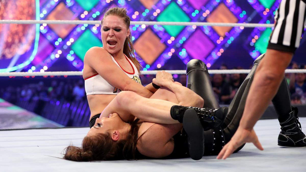 """""""Quái nữ"""" UFC Ronda Rousey ra mắt thành công ở đấu trường WWE - Ảnh 20."""