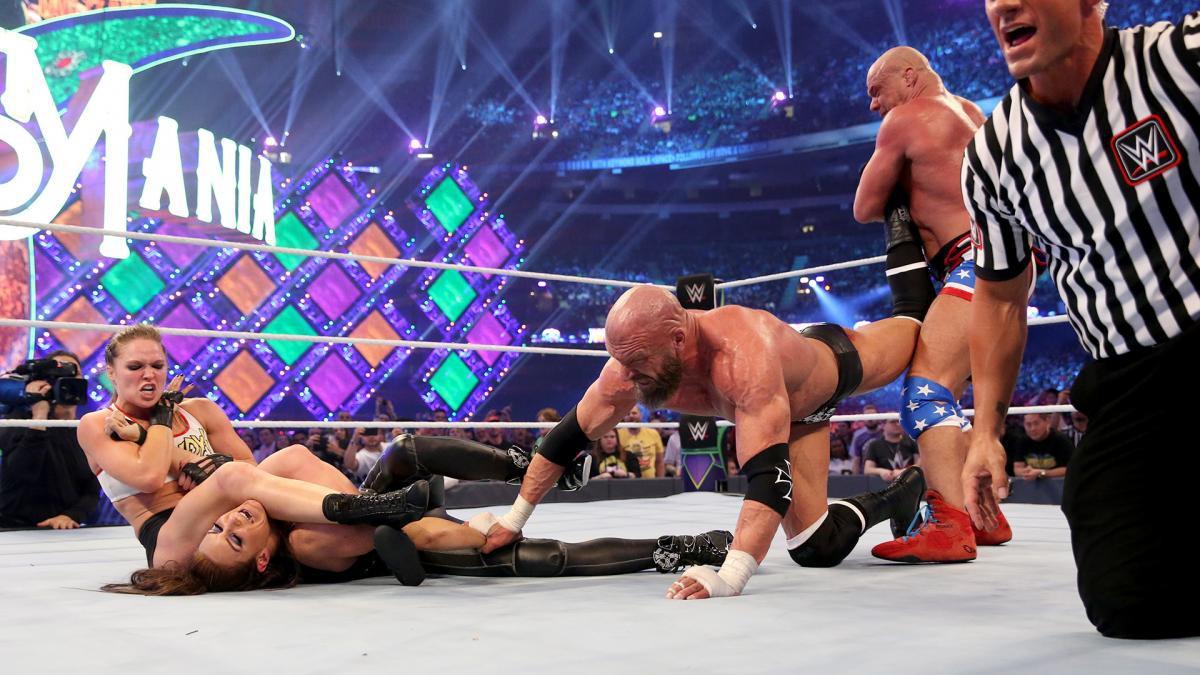 """""""Quái nữ"""" UFC Ronda Rousey ra mắt thành công ở đấu trường WWE - Ảnh 21."""