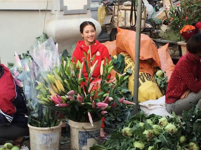 Tâm sự của nữ sinh Nam Định xinh đẹp từng theo bố đẩy xe rác khắp Hà Nội, bươn chải kiếm tiền ăn học - Ảnh 4.
