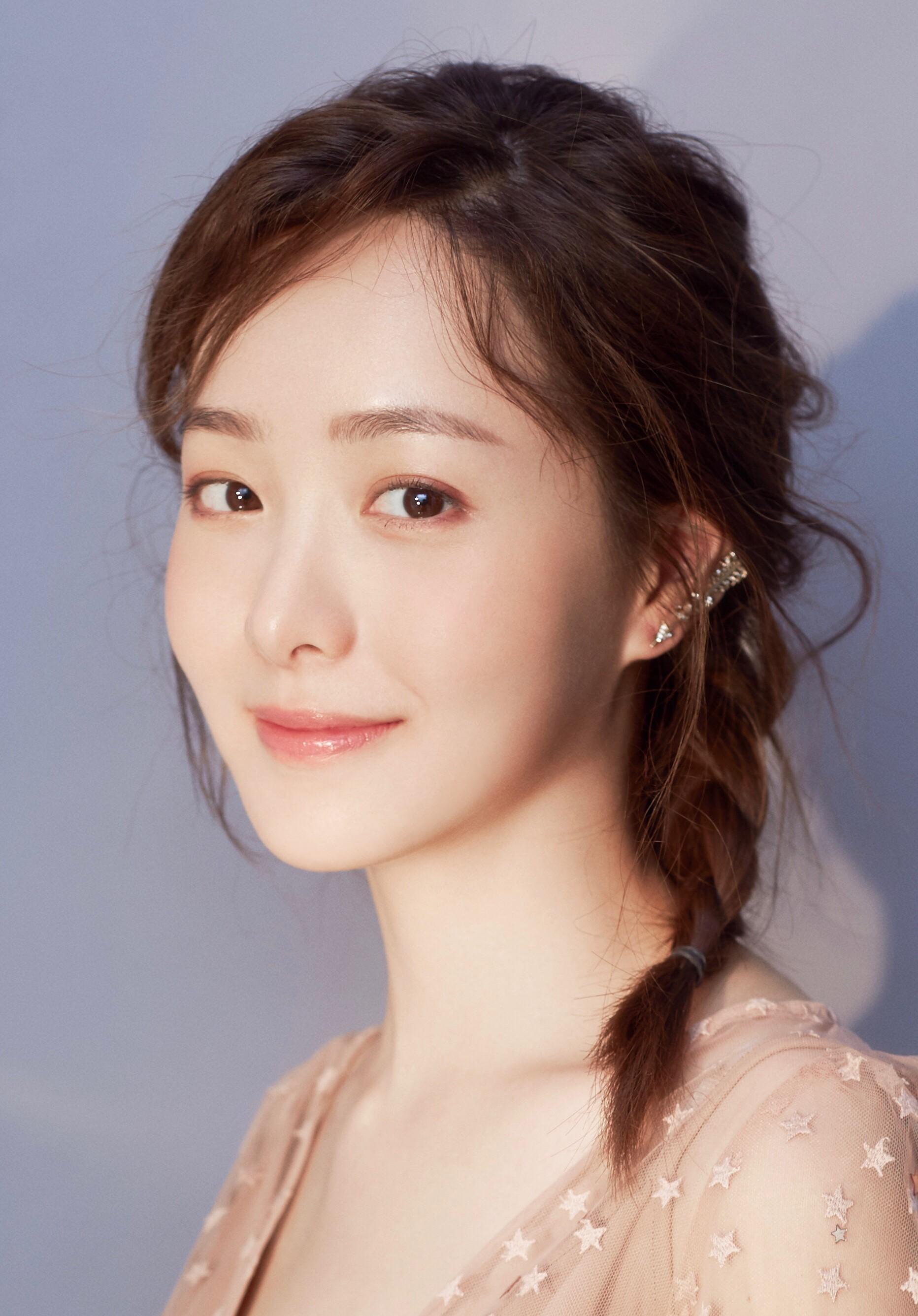Cô nàng Trung Quốc xinh đến nỗi con trai cứ thi nhau nhận vơ là người yêu - Ảnh 2.