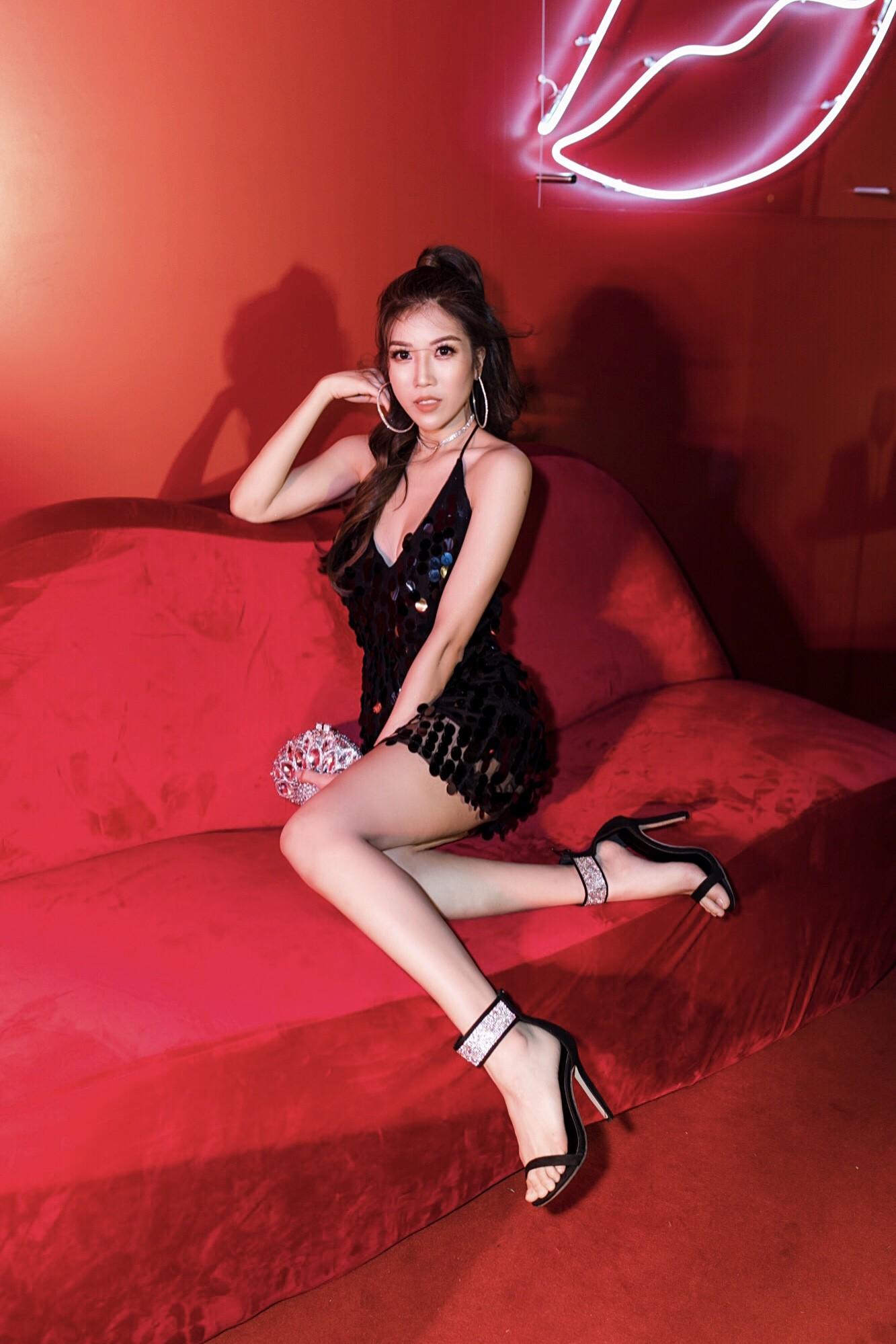 Sau nghi vấn chia tay Dương Khắc Linh, Trang Pháp khoe lưng trần nóng bỏng trong lần đầu tái xuất - Ảnh 2.