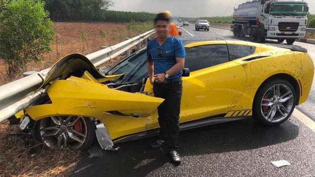 Sau tai nạn kinh hoàng, chủ xe Chevrolet Corvette chụp hình đăng Facebook: Chúc mọi người mua được siêu xe để đi an toàn - Ảnh 1.