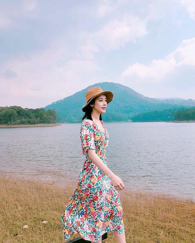 Hè 2018 đúng là mùa mặc váy hoa rồi, hot nhất đang là 3 kiểu váy cực xinh xẻo và nữ tính này - Ảnh 13.
