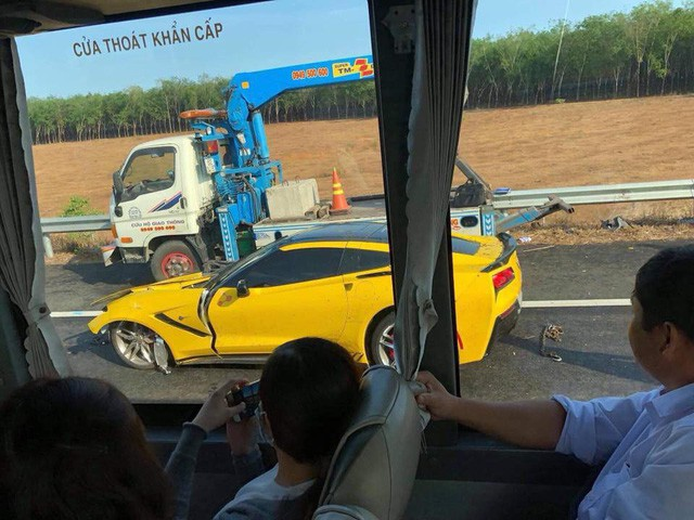 Sau tai nạn kinh hoàng, chủ xe Chevrolet Corvette chụp hình đăng Facebook: Chúc mọi người mua được siêu xe để đi an toàn - Ảnh 5.