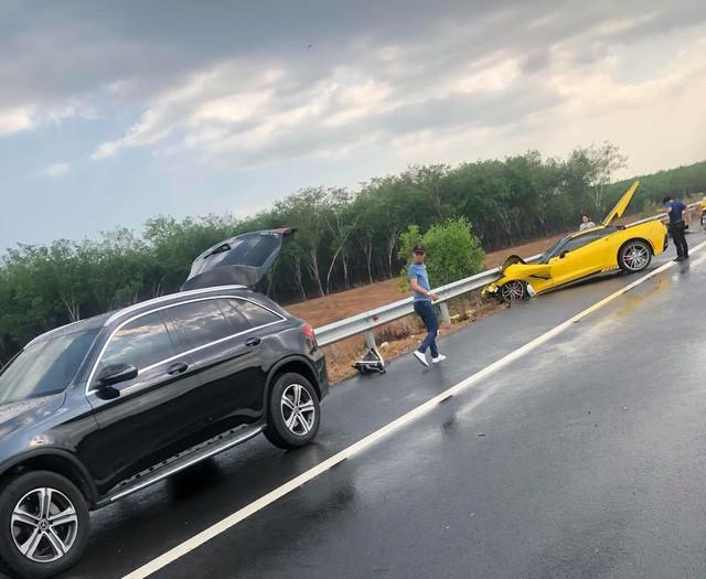 Sau tai nạn kinh hoàng, chủ xe Chevrolet Corvette chụp hình đăng Facebook: Chúc mọi người mua được siêu xe để đi an toàn - Ảnh 6.