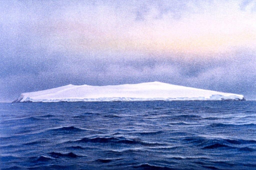 Đây chính là hòn đảo cô đơn, hẻo lánh và tội nghiệp nhất thế giới - Ảnh 1.