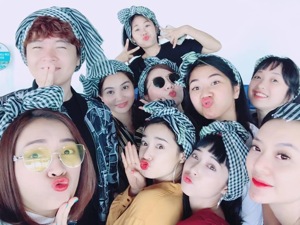 Mặc ồn ào tình cảm của Trường Giang, Nhã Phương vui vẻ đi du lịch Thái Lan cùng bạn bè - Ảnh 2.