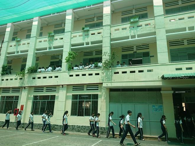 Nam sinh trường Nguyễn Khuyến tự tử đạt điểm trung bình học kỳ 8.9/10 - Ảnh 1.