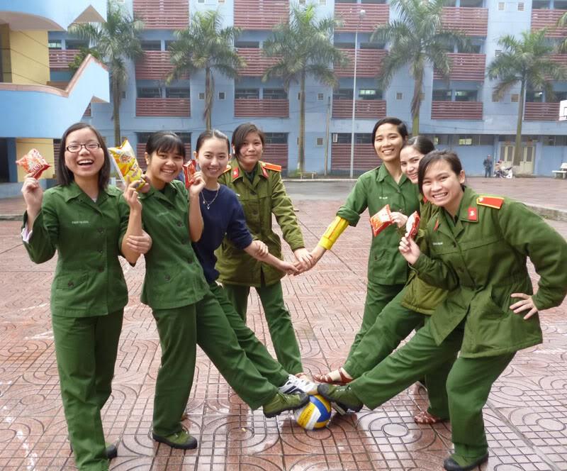 Học quân sự - những tháng ngày trải nghiệm không thể nào quên của cuộc đời sinh viên - Ảnh 3.