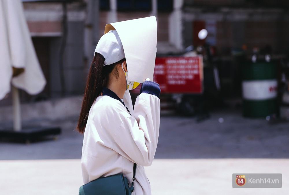 Chùm ảnh: Sài Gòn bước vào đợt nắng nóng đổ lửa, những ninja xuống phố - Ảnh 16.