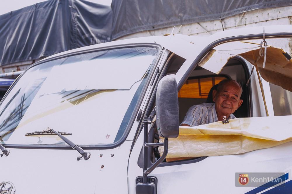 Chùm ảnh: Sài Gòn bước vào đợt nắng nóng đổ lửa, những ninja xuống phố - Ảnh 13.