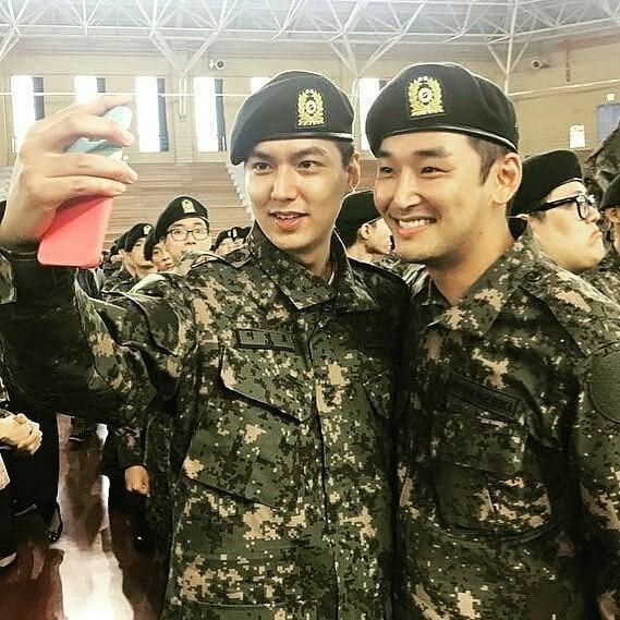 Tài tử Lee Min Ho béo phù cả mặt, ngày càng xuống sắc khi để nhan sắc mộc 100% trong quân ngũ - Ảnh 13.