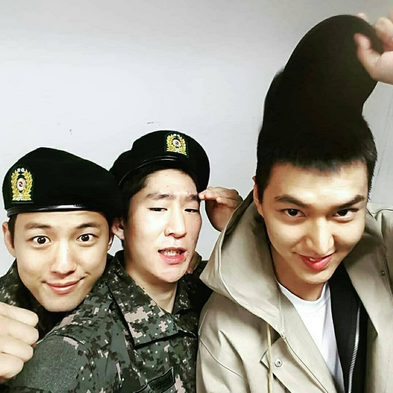 Tài tử Lee Min Ho béo phù cả mặt, ngày càng xuống sắc khi để nhan sắc mộc 100% trong quân ngũ - Ảnh 16.
