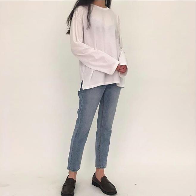 Định mặc quần jeans ống đứng, các nàng hãy chọn 1 trong 4 combo cứ lên đồ là đẹp miễn chê này - Ảnh 2.