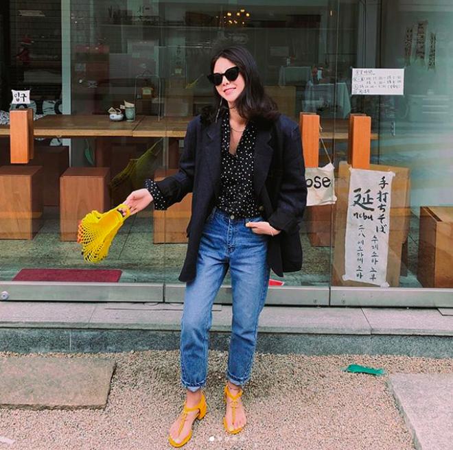Định mặc quần jeans ống đứng, các nàng hãy chọn 1 trong 4 combo cứ lên đồ là đẹp miễn chê này - Ảnh 22.