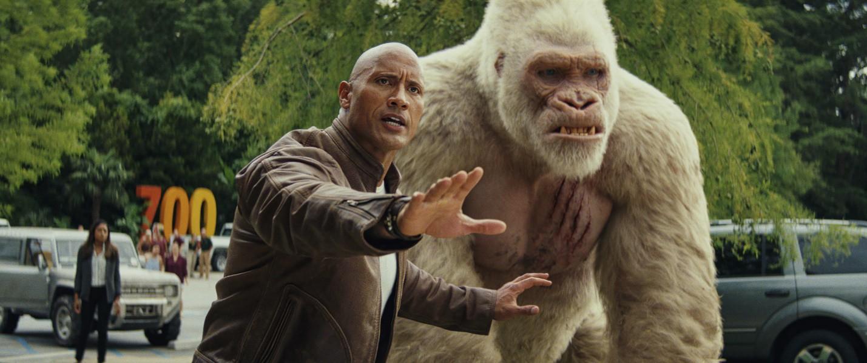 """Ngắm nhìn The Rock so cơ cùng quái thú trong bom tấn xôi thịt """"Rampage"""" - Ảnh 5."""