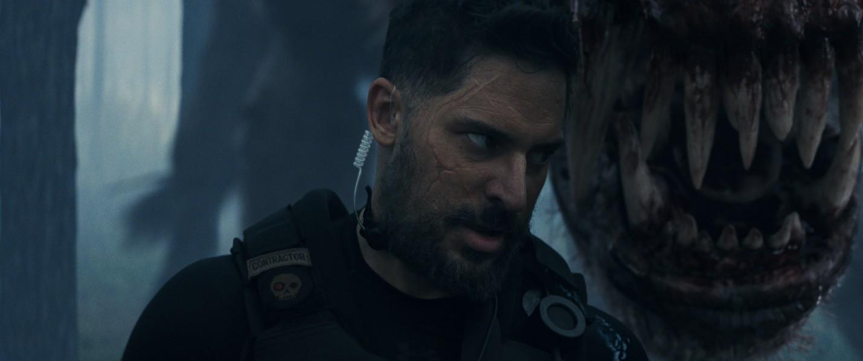 """Ngắm nhìn The Rock so cơ cùng quái thú trong bom tấn xôi thịt """"Rampage"""" - Ảnh 6."""