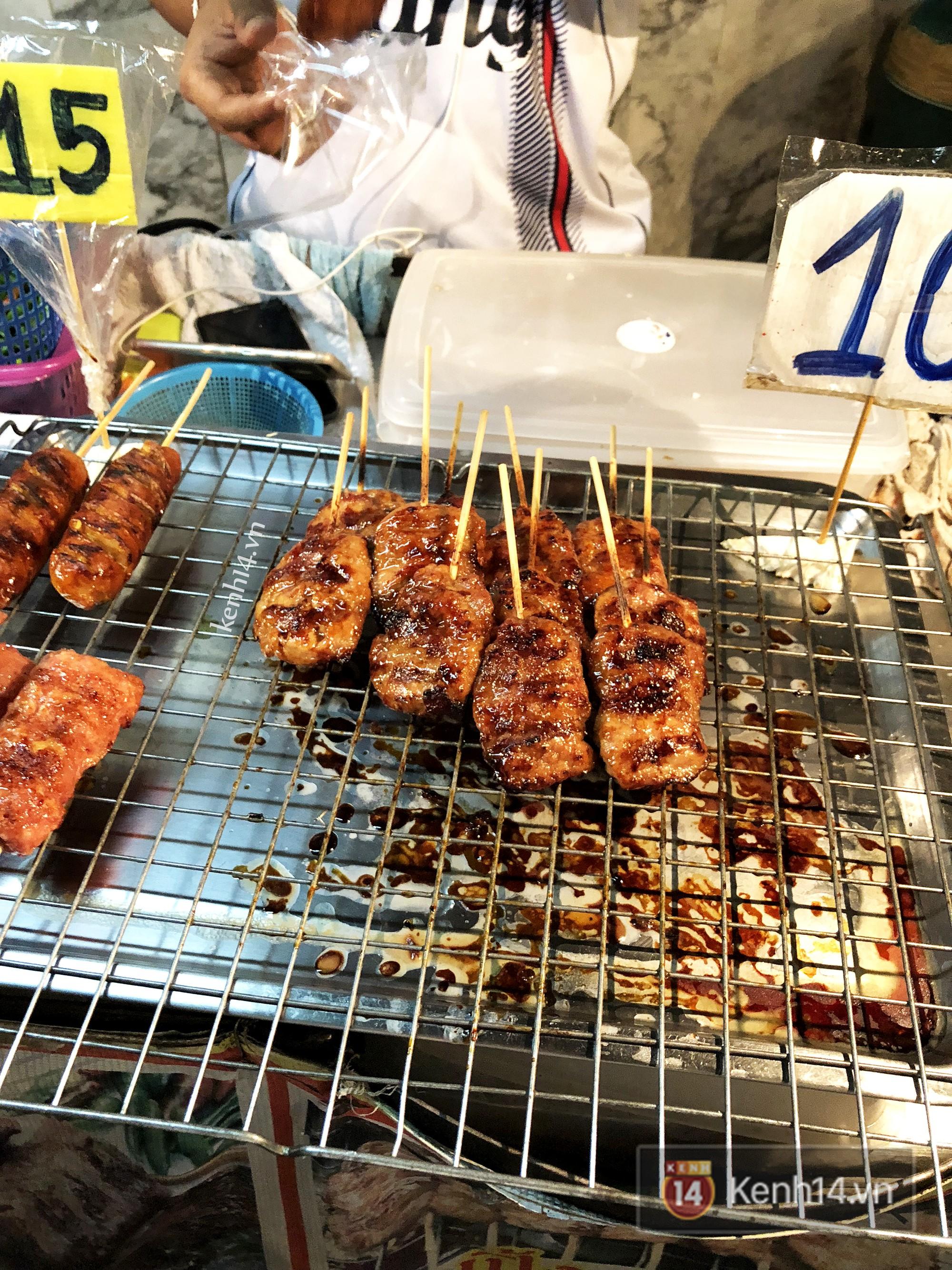 Cần lắm một hàng thịt xiên nướng vị Thái được ướp cùng dừa và nước mắm ngay tại Hà Nội - Ảnh 7.