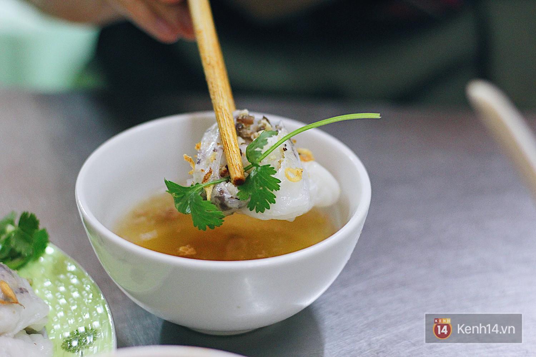 Hàng bánh cuốn lâu năm ở Hà Nội có món nước chấm đặc biệt không hề dùng mắm - Ảnh 6.