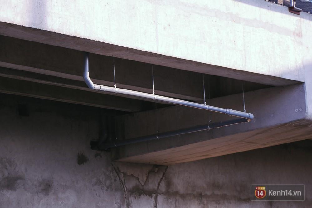 Hệ thống ống nước bên dưới nhà ga khu Công Nghệ Cao.