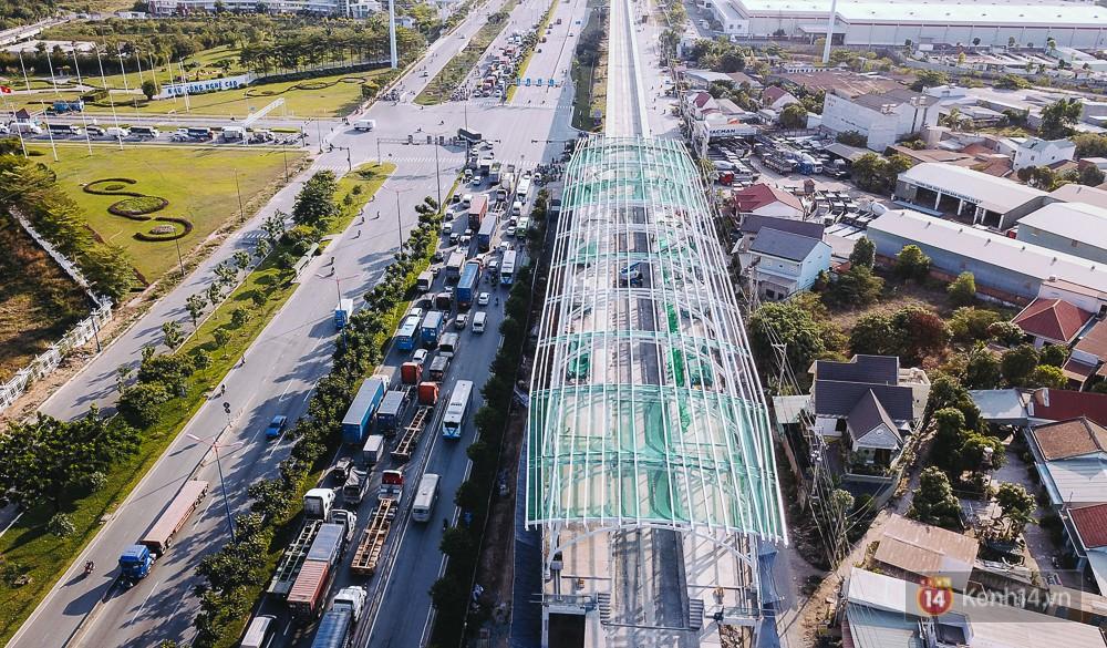 Nhà ga khu Công Nghệ Cao cơ bản đã hoàn thành xong phần lắp đặt khung mái vòm.