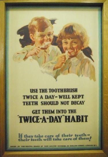 Nhổ răng bằng kìm, răng giả làm từ cao su... và sự thật bảo tàng nha khoa rùng rợn nhất nước Anh có gì? - Ảnh 12.
