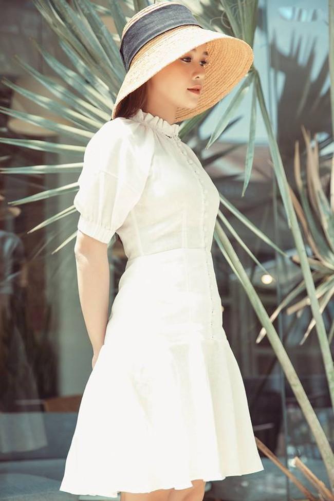 Thời đại của gái ngoan đã đến? 1 chiếc đầm trắng kín như bưng mà có đến 6 nàng chen nhau mặc! - Ảnh 6.