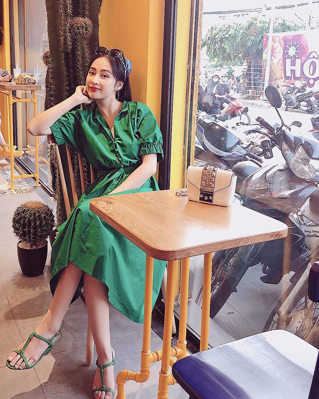 Bớt khoe thân và mặc váy gọn gàng lại thế này, Angela Phương Trinh có phải là xinh hơn nhiều không? - Ảnh 4.