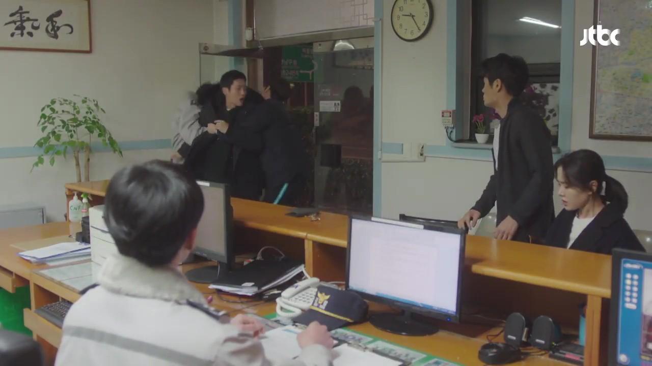 Chị Đẹp tập 6: Mối tình vụng trộm chính thức bại lộ theo cách không ai ngờ tới - Ảnh 21.