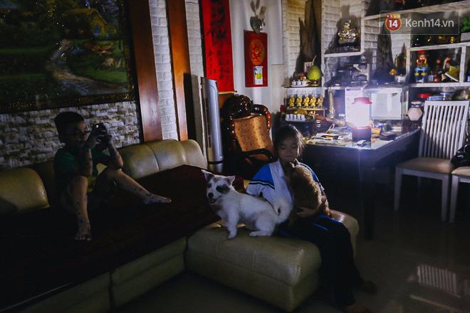 Cuộc sống u tối, lạnh lẽo của những cư dân bám trụ chung cư Carina sau vụ cháy 13 người chết - Ảnh 12.