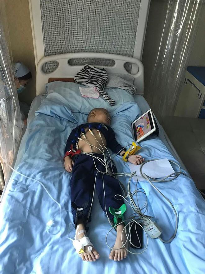 Hành trình tìm lại bầu trời tuổi thơ của em bé 4 tuổi Quang Minh và cuộc chiến với bệnh ung thư máu khiến nhiều người bật khóc - Ảnh 5.