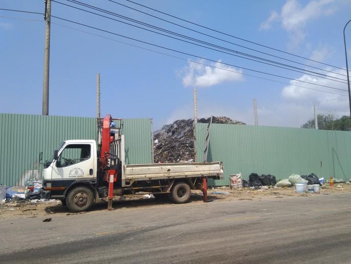 """Ớn lạnh với """"núi rác"""" ở đảo ngọc Phú Quốc - Ảnh 7."""
