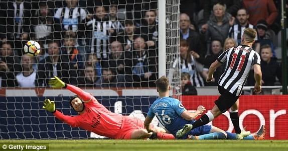 Hàng thủ hớ hênh, Arsenal thua ngược trước Newcastle - Ảnh 5.