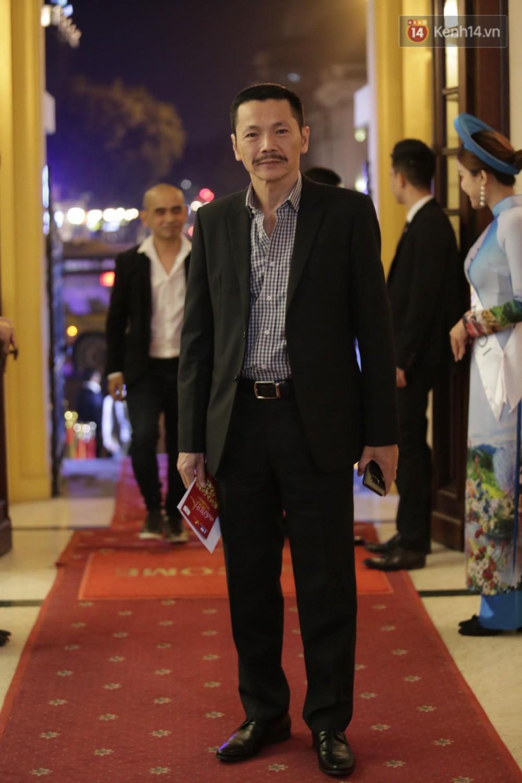 Nhã Phương khoe lưng trần gợi cảm cùng dàn sao Việt đổ bộ thảm đỏ Cánh diều vàng 2017 - Ảnh 17.