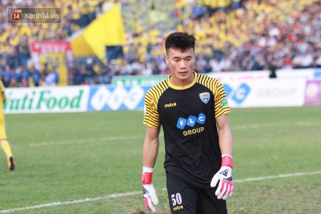 Thầy ngoại vừa từ chức, Bùi Tiến Dũng ngồi dự bị trận đầu tiên ở V.League 2018 - Ảnh 2.