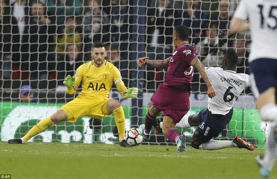 Man City đánh bại Tottenham, chạm tay vào ngôi vô địch - Ảnh 6.